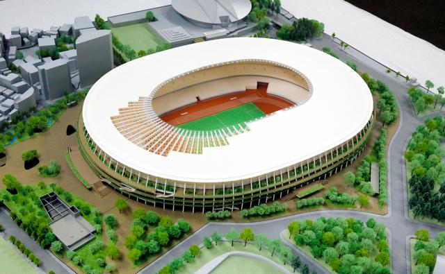 公開された新国立競技場の模型。手前が神宮外苑=6月17日午後、東京都港区北青山2丁目、嶋田達也撮影