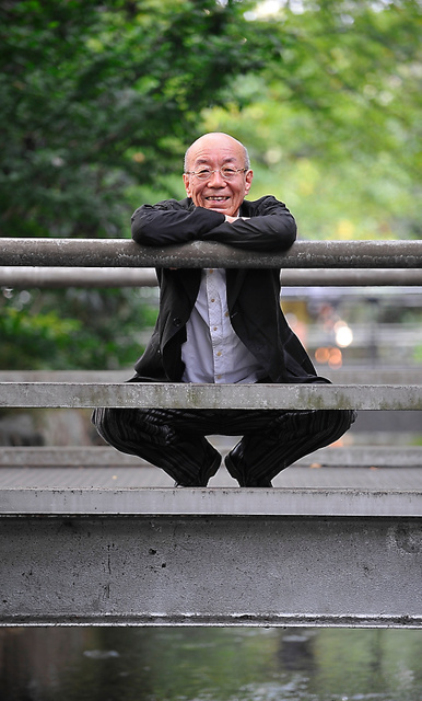 「先斗(ぽんと)町」近くの川にかかる橋の上で=京都市、滝沢美穂子撮影