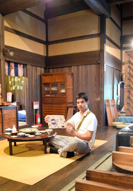 主催の日高晃作さん。会場の一つに使う熊谷家住宅で=大田市大森町