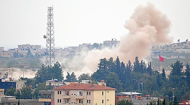 トルコ軍が駐留するジャラーブルスで25日、ISが残した地雷の爆破撤去作業が続いた=トルコ南部から、メスット・クチュクアルスラン撮影