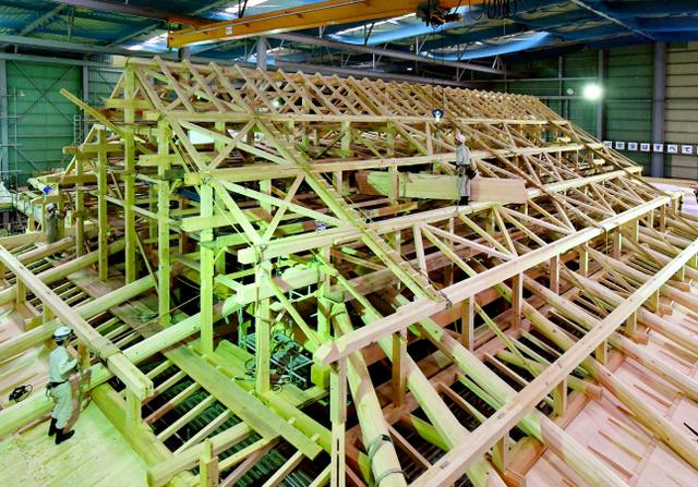 復元工事が着々と進む名古屋城本丸御殿の上洛殿=24日、名古屋市中区本丸、戸村登撮影