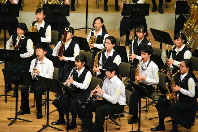 演奏する各務原市立那加中学校=浜松市のアクトシティ浜松