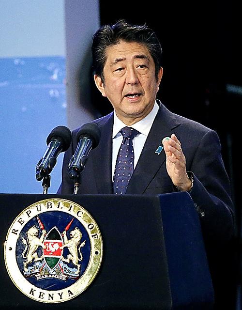 開会式で基調演説する安倍晋三首相=飯塚晋一撮影