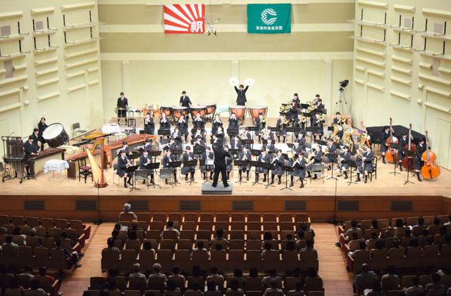 演奏する神戸=浜松市のアクトシティ浜松