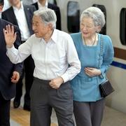 両陛下、静養先から帰京 台風10号接近で日程早める