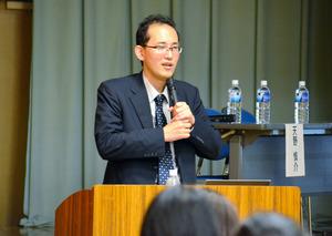 患者の立場から講演する天野さん=7月、東京都文京区