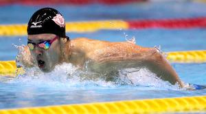 男子200メートルバタフライを大会新記録で優勝した坂井聖人=西畑志朗撮影