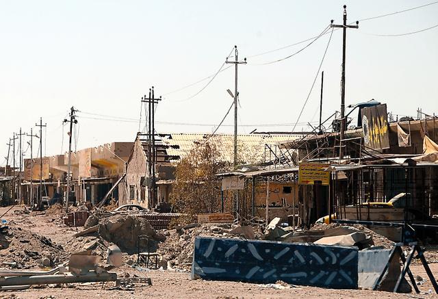 イラク軍とISの激しい戦闘で傷ついたファルージャ市街地=いずれも5日、渡辺淳基撮影