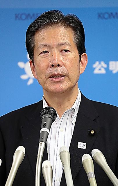 無投票で5選が決まり、会見する公明党の山口那津男代表=9日午後、東京都新宿区、岩下毅撮影