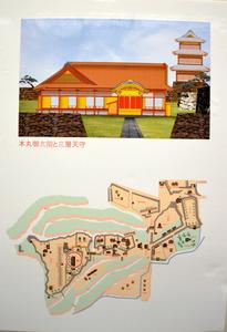 CGで復元された本丸御殿。後ろに3層の天守がそびえる。城の見取り図(下)で場所を確認できる=小諸市の市立小諸高原美術館・白鳥映雪館