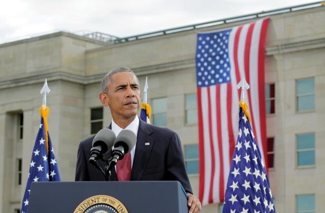 11日、ワシントンの国防総省で開かれた米同時多発テロの追悼式典で、演説するオバマ大統領=ロイター