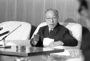 次期対潜哨戒機(PXL)の国産白紙化案を「誰が作成したか私は関知しない」と話す増原恵吉・元防衛庁長官=1976年2月12日、防衛庁