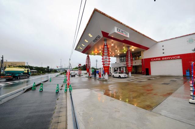 帰還困難区域で初めて営業再開したガソリンスタンド=12日午前、福島県双葉町