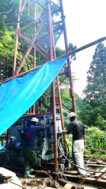 やっと水が出てきた長野地区の掘削現場=熊本県南阿蘇村河陽