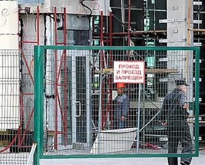 北朝鮮の労働者が働いているとされる高層ビルの工事現場=1日、ロシア・ウラジオストク、東岡徹撮影
