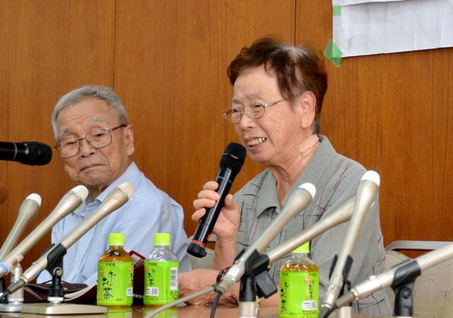 判決後の記者会見で思いを語った高井ツタヱさん(右)と森敏夫さん=14日、名古屋市中区