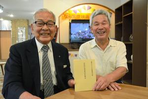 中野重宏さん(左)と宇多滋樹さん=奈良市