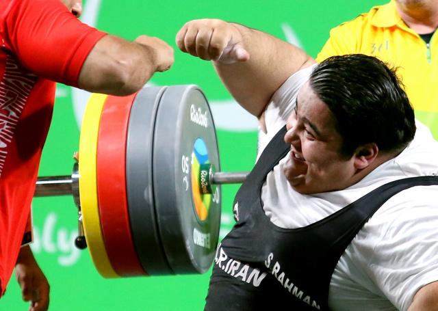 310キロをあげたシアマンド・ラーマン=リオ中央体育館、坂本進撮影