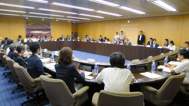 新しい消費統計をつくる研究会の初会合が開かれた=15日、東京都千代田区の総務省