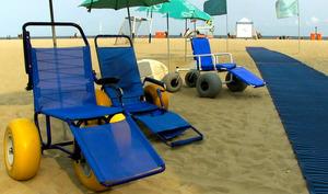 ビーチ用車いすでパラ選手も海岸満喫 リオのNPO提供
