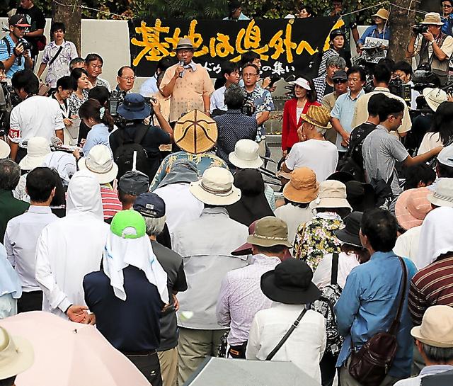判決後の集会では、抗議の声が上がっていた=16日午後2時46分、那覇市、小宮路勝撮影