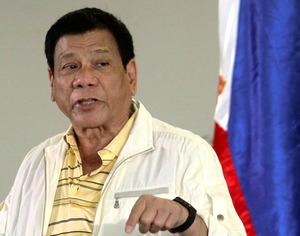 9月5日、自らが市長を務めていたフィリピン南部のダバオ市での記者会見で質問に答えるドゥテルテ大統領=ロイター