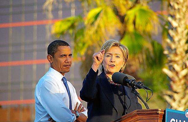08年の大統領選で、民主党候補のバラク・オバマと一緒に遊説するヒラリー・クリントン
