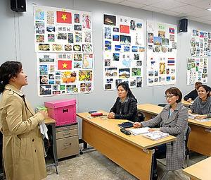 結婚移民者向けの韓国語講座。韓国社会に早く定着できるよう支援する=韓国・楊州市、稲田清英撮影