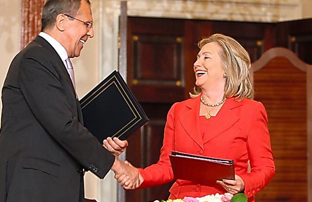 ロシアのラブロフ外相と会見するヒラリー・クリントン国務長官(右)=2011年7月、ランハム裕子撮影