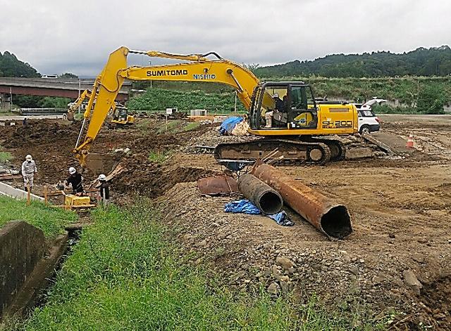 宅地不足を解消するため、農地を宅地に転用する工事が進む=16日、福島県いわき市