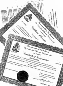 バハマ法人の設立登記関係書類と見られる流出文書。日本語らしき言葉を社名に含む法人もある。