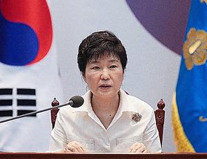 ソウルの大統領府(青瓦台)で9日、北朝鮮が5度目の核実験を行った後、緊急会議を開いて対応策を協議する朴槿恵大統領=AP