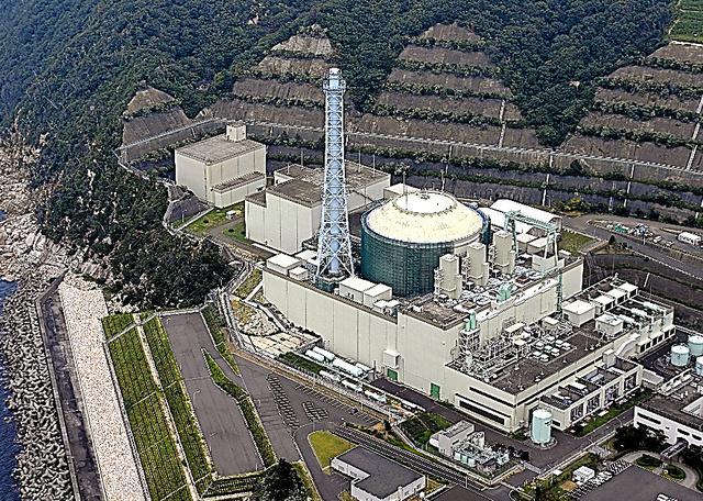 高速増殖原型炉「もんじゅ」=17日、本社ヘリから、豊間根功智撮影