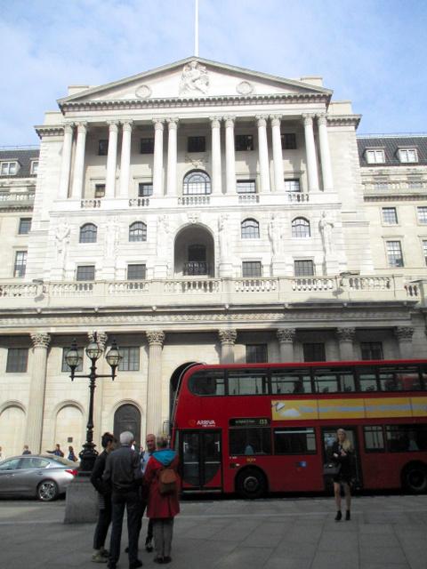 英中央銀行イングランド銀行の本店=ロンドン