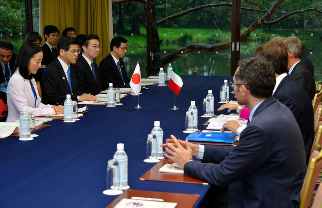 G7交通相会合は、日本とイタリアの個別会談から始まった=軽井沢町の軽井沢プリンスホテル
