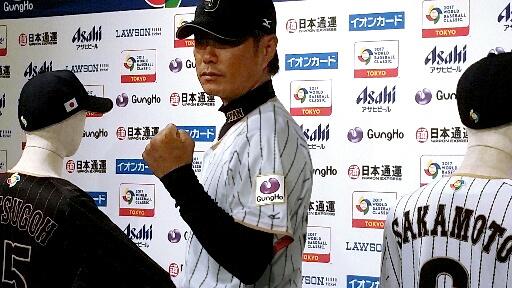 野球日本代表がWBCで着用する新ユニホーム姿の小久保監督