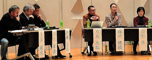「危険地報道を考えるジャーナリストの会」のメンバーらは今年1月、「なぜ記者は戦場へ行くのか」をテーマにシンポジウムを開いた=東京都、後藤遼太撮影