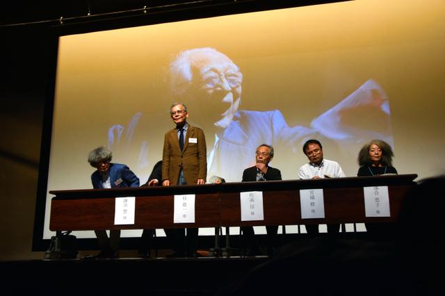 大勢の人が詰めかけた「むのたけじの魂を継承する」シンポジウム=東京都新宿区の早稲田大大隈記念講堂