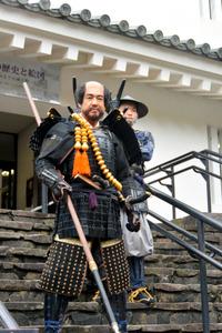 本多忠勝を模した姿で大多喜城に登場した藤岡弘、さん=大多喜町