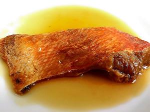 魚の形をそのまま残した介護食のキンメダイの煮付け=海商提供
