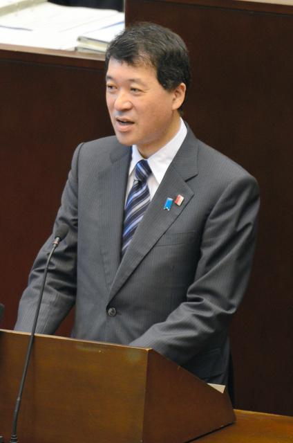 閉会前に謝意を述べた泉田裕彦知事=県議会