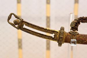 国宝の金地螺鈿毛抜形太刀、極めて高純度の金を使用