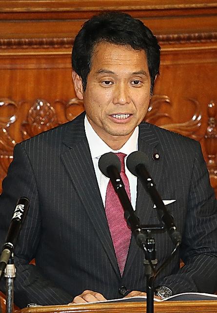 代表質問に立つ民進党の大串博志政調会長=飯塚晋一撮影