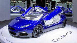 パリ・モーターショーで発表された京大発ベンチャー「GLM」の電気自動車のスーパーカー「G4」=29日、GLM提供