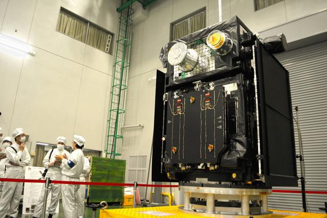 公開された探査衛星「エルグ」=宇宙航空研究開発機構の相模原キャンパス