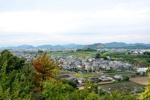 伊木山展望台から西を望む。各務原台地の上に街が広がっている=岐阜県各務原市