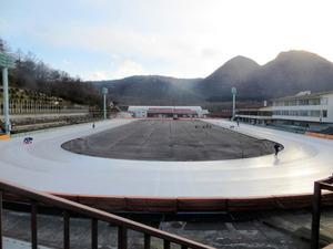 1周400メートルの屋外リンクを保有する県総合スポーツセンター伊香保リンク=渋川市伊香保町、県提供