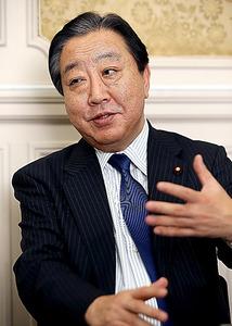 インタビューに答える民進党の野田佳彦幹事長=4日午後、国会内、飯塚晋一撮影