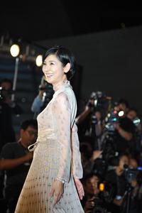 釜山国際映画祭のレッドカーペットで笑顔を見せる黒木瞳さん=チ・ソンジン氏撮影