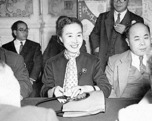 家制度の復活に異議を唱えた加藤シヅエ参議院議員=1952年